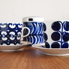 ARABIA Sinien koriste/Esteri Tomula Coffee Cup Design, Vintage Cups, Blue And White China, Plates And Bowls, Scandinavian Design, Tea Set, Kitchenware, Tableware, Vintage Designs
