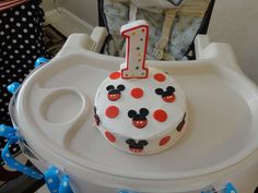 Tatiane L's Birthday / Mickey Mouse Club House - Photo Gallery at Catch My Party Mickey Mouse Smash Cakes, Mickey Cakes, 3rd Birthday Cakes, Mickey Mouse Clubhouse Birthday, Mickey Party, Baby 1st Birthday, Mickey Mouse Birthday, First Birthday Parties, Birthday Ideas