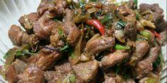 Σε Τρίκαλα και Καρδίτσα η σπεσιαλιτέ είναι ό,τι μαγειρεύεται με πράσο. Για την πρασοτηγανιά χρειάζεται κρέας χοιρινό, πράσα, αλάτι, πιπέρι και λάδ