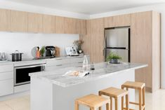 Home Renovation Planner renovation sensation - kitchen inspiration and ideas Old Home Renovation, Loft Style Apartments, Inset Cabinets, Retro Appliances, Kitchen Planner, Best Kitchen Designs, Apartment Kitchen, Kitchen Colors, Cool Kitchens