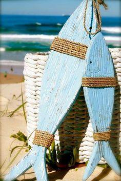 Arte visiva Nautical Porch Decor, Nautical Decor Ideas, Nautical Craft, Beachy Cottage Decor, Coastal Decor, Beach House Decor, Home Decor, Painted Fish, Painted Wood