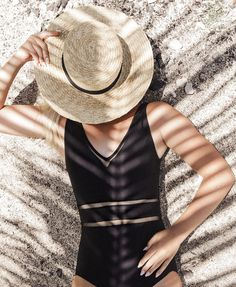 Flattering one-piece swimwear. Poses For Pictures, One Piece Swimwear, Palms, Bathing Suits, Vsco, Cool Outfits, Swimsuits, Beach, Closet