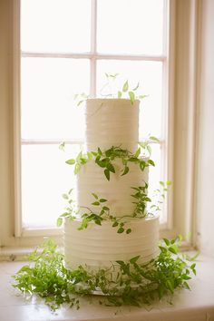 Bobbette & Belle created this sweetly simple cake, perfectly adorned with delicate greenery. | Photo by Rebecca Wood