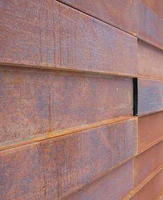 Edificio Julius. Acero Corten perforado                                                                                                                                                     Más Concrete Siding, Steel Siding, Corten Steel, Facade, Building, Lake City, Hostel, Utah, Salt