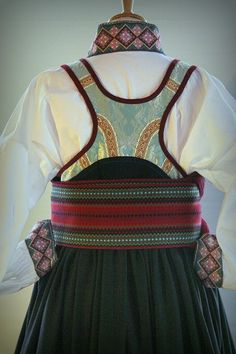 no - Mulighetenes marked Folk Costume, Costumes, Liv, Going Out Of Business, Traditional Outfits, Textile Art, Vintage Photos, Norway, Bridal Dresses