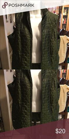 Womans 1x 1 x vest hunter green puffer vest Cinches at waist like new smoke free home I do bundle & ship same day too😊👍🏻📦 Jackets & Coats Vests