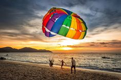 Parasailing at Batu Ferringhi #parasailing #batuferringhi #penang #sunset #amazing #awesome #photo #picture #art #beautiful #instagood #picoftheday #photooftheday #color #composition #capture #moment #travel #traveling #vacation #visiting #instatravel #instago #trip #tourist #instatraveling #mytravelgram #travelgram #igtravel