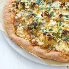 What a unique idea! The more veggies on pizza the better! // Indian Cauliflower Pizza: Roasted and Delicious! Paleo Pizza, Vegetarian Pizza, Eat Pizza, Pizza Recipes, Cooking Recipes, Healthy Recipes, Delicious Recipes, Pizza Food, Fun Recipes