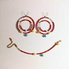 """@dienorden hat etwas auf seinem/ihrem Instagram-Profil gepostet: """"Just smile! Happy jewelry. . . . . . . . #red #redjewelry #beadedjewelry #naturalpearls #millefiori…"""""""