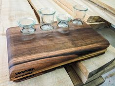Cuttingboard with little glasses