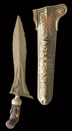 Keris Indonesia Swords And Daggers, Knives And Swords, Bowie, Types Of Swords, Martial Arts Weapons, Indonesian Art, Javanese, Cool Knives, Arm Armor