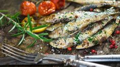 It might be time to give sardines a try. Chew Your Way to Power: Top 7 Energy-Boosting Foods from found here. How To Eat Sardines, Grilled Sardines, Food To Gain Muscle, Sardine Recipes, Eat Seasonal, Cooking Recipes, Healthy Recipes, Paleo Food, Delicious Recipes