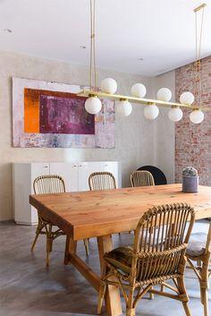 mesa de comedor con lampara bolas