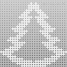 Juletræer i perler lysestager Melty Bead Patterns, Pearler Bead Patterns, Perler Patterns, Beading Patterns, Christmas Perler Beads, Beaded Christmas Ornaments, Hama Beads Design, Diy Perler Beads, Art Perle