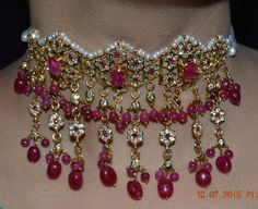 Hyderabadi Jewelry, Stylish Jewelry, All That Glitters, Ornament Wreath, Designer Collection, Indian Jewelry, Necklace Set, Gold Earrings, Wedding Jewelry