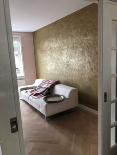 Gold Painted Walls, Copper Bedroom, Happy New Home, Wall Decor Design, Accent Wall Bedroom, Decorating Your Home, Interior Decorating, Interior Design Living Room, Leather Wall