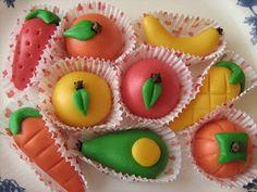 Esta es una masa elaborada con almendras es fácil de hacer y divertida porque con ella se pueden elaborar diferentes figuras dependiendo de la ocasión. También se pueden decorar tortas o mesas de dulces, en las fiestas generalmente se las sirve con forma de frutitas, es un excelente pasatiempo para…