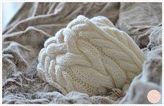 L'hiver approchant et les températures chutant petit à petit, j'ai vu le trafic sur mes articles estampillé Tricot gripper en flèche et c'est notamment le cas avec le modèle d&rsq… Crochet Chart, Knit Crochet, Knitting Patterns, Snood Scarf, Diy Couture, Casual Chic Style, Needlework, Stitch, Yarns