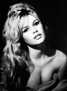 Par sa plastique et ses audaces, Brigitte Bardot est devenue à la fin des années 50 le plus grand phénomène que le cinéma français ait jamais connu. Aussi célèbre aux États-Unis qu'au Japon, l'actrice a marqué de son empreinte toute une génération. Brigitte...