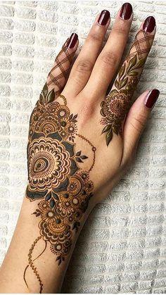 Simple Mehndi Designs Fingers, Best Arabic Mehndi Designs, Modern Henna Designs, Khafif Mehndi Design, Mehndi Designs Book, Back Hand Mehndi Designs, Dulhan Mehndi Designs, Mehndi Design Pictures, Henna Tattoo Designs