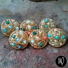 Zarcillos - Pegaditos grand - Piedras,  cristales y perlas - Baño de oro #piedras #stones #pietra #pierre #cristales #crystals #cristalli #cristaux #perlas #pearls #perle #perles #jewelrybench #instagram #instaphoto #instajewelry #jewelry #loveit #lovely #must #musthave #jewel #gioiello #bijou #jewelry #gioielli #bijoux #complementos