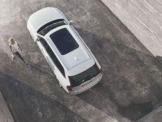 Våre nye sikkerhetsløsninger holder et våkent øye på veien, slik at du kan føle deg trygg når du kjører #XC90.
