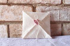 bustina porta confetti o porta  bomboniere in feltro con chiusura cuore fimo, by bricie, 2,00  su misshobby.com