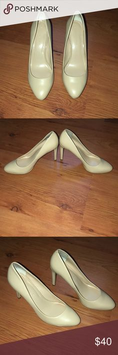 Banana 🍌 Republic nude heels 👠 Banana 🍌 Republic nude leather heels 👠 worn once for a church event only Walked into church and to event hall for event. Worn only for about 5 hrs only since then it's been sitting in my closet Banana Republic Shoes Heels