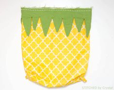 Easy sewing projects that are perfect for beginners and pros. There's a few epic things to sew that will also be a great way to make extra cash! Love Sewing, Sewing For Kids, Pineapple Backpack, Bunny Bags, Fabric Suppliers, Simple Bags, Fabric Bags, Sewing Projects For Beginners, Green Fabric