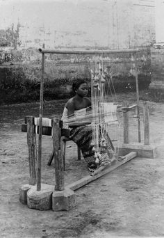 Indonesia, Bali ~ Weaver, 1910