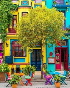 mexican house colors Balat-Estambul How To Buy A Good Sofa Your sofa seats your guests when you do s Turkey Photos, Colourful Buildings, Colorful Houses, Bohemian Decor, Boho, Belle Photo, Backyard, Patio, House Colors