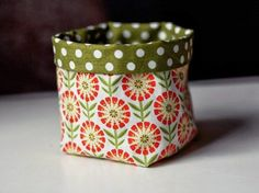 DIY: Mini-Utensilo nähen by Quiet people have the loudest minds Applique Fabric, Sewing Appliques, Craft Tutorials, Sewing Tutorials, Fabric Storage Boxes, Fabric Gift Bags, Small Sewing Projects, Sewing Clothes, Diy Tutorial