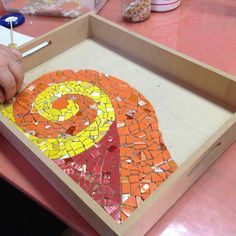 Really nice tray with swirl of yellow Mosaic Tray, Mirror Mosaic, Hobbies And Crafts, Arts And Crafts, Mosaic Stepping Stones, Mosaic Garden, Mosaic Patterns, Ceramic Art, Swirls