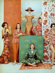 Floral print fashions, photo by Francesco Scavullo, 1957 these colors are so retro cool. Arte Fashion, Mega Fashion, 1950s Fashion, Look Fashion, Vintage Fashion, Vintage Couture, Editorial Fashion, Fashion Models, Moda Retro