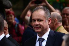Nezvykle rozhořčeně vystoupil před novináři slovenský prezident Andrej Kiska při summitu prezidentů zemí visegrádské čtyřky (V4) v polském Lańcutu. Podle něj neměla V4 tak špatný obraz v Evropě jako má v těchto dnech. V tomto smyslu se ale ostatní prezidenti z Maďarska, Polska a Česka nevyjádřili. Rozdílnost názorů, především zřejmě v otázkách migrace, potvrdil serveru Echo24 i mluvčí prezidenta Miloše Zemana Jiří Ovčáček.