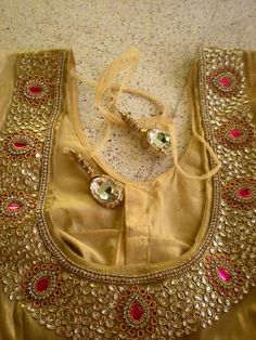 Latest Golden Blouse Designs Collection of Latest Golden color blouse designs ideas on wedlockindia.See more ideas on golden blouse designs, Kerala blouse designs and more. Source by Blouses Pattu Saree Blouse Designs, Fancy Blouse Designs, Bridal Blouse Designs, Blouse Neck Designs, Blouse Patterns, Hand Work Blouse Design, Stylish Blouse Design, Golden Blouse Designs, Maggam Work Designs