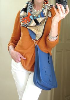 62 Trendy How To Wear Pashminas Scarf Hermes Scarves Ways To Wear A Scarf, How To Wear Scarves, Wearing Scarves, Casual Chic, Fashion Over 50, Fashion Looks, Moda Chic, Silk Scarves, Hermes Scarves