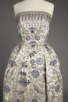 Christian Dior, Palmyre evening gown, Fall 1952  © Photograph rights reserved / Mairie de Paris