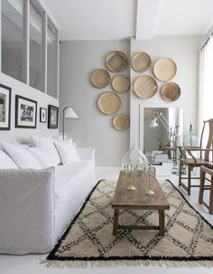 Chic African baskets on the wall, patterned rug and earth tones for modern living room @pattonmelo