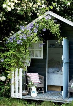 25 sweet and inspiring garden house ideas – Garden Projects Backyard Sheds, Backyard Landscaping, Backyard Barn, Garden Sheds, Landscaping Design, She Sheds, Small Garden Design, Outdoor Living, Outdoor Decor