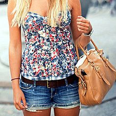 floral tops with denim! Cute Fashion, Look Fashion, Fashion Outfits, Fashion Shorts, Fashion 2014, Flower Fashion, Fashion Spring, Colorful Fashion, Fashion Clothes