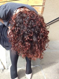 Curls red dyed curly hair, curly hair tips, burgundy curly hair, Burgundy Curly Hair, Dyed Curly Hair, Colored Curly Hair, Curly Hair Tips, Curly Hair Styles, Natural Hair Styles, Belage Hair, Balayage Hair Caramel, Balayage Hair Blonde