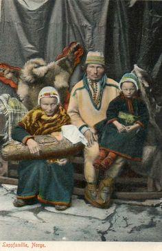 Finnmark fylke : LAPPFAMILIE. KOLORERT KORT. tidlig 1900-tallet