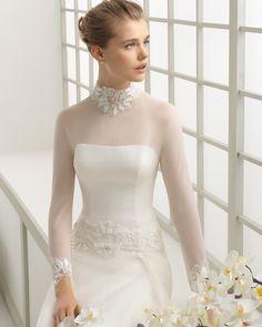 DARSENA vestido de novia en gasa y organza de seda con adorno de encaje pedrería.