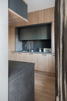 Nowoczesna kuchnia. Drewno i beton #modernkitchen #kitchen #cubeo #furniture #JacekTryc #projektowanie #interiors #wood #grey Aga Kitchen, Kitchen Ideas, Interior S, Teak, Designer, Modern, Flat Screen, Table, House