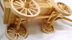 Afbeeldingsresultaat voor old wood wagon plans Toy Wagon, Horse Wagon, Horse Drawn Wagon, Wooden Projects, Wood Crafts, Forte Apache, Wooden Wagon Wheels, Wooden Cart, Covered Wagon
