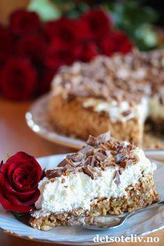 En helt herlig kake som anbefales til helgen! Delicious Chocolate, Delicious Desserts, Yummy Food, Sweet Recipes, Cake Recipes, Dessert Recipes, Cake Cookies, Cupcake Cakes, Cheescake Recipe