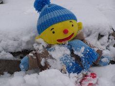 Puk in de sneeuw Dutch Language, Crochet Hats, School, Knitting Hats