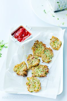 Fried pies with grated zucchini. With tomato sauce with basil Zucchini Pancakes, Fried Pies, Food Porn, Polish Recipes, Polish Food, Halloumi, Tomato Sauce, No Cook Meals, Cake Recipes