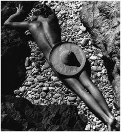 La Plage de Cabasson 1936. Lisa Fonssagrives photographed by husband Fernand Fonssagrives.